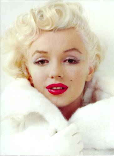 Marilyn-Monroe-in-white-with-red-lips